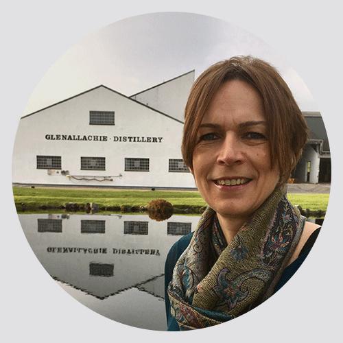 Profilbild von Juliette Buchan, European Sales Managerin der GlenAllachie Brennerei.